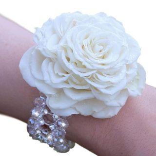 Wrist-corsage-white-rosmelia-malmaison-glamelia-composite-rosev4